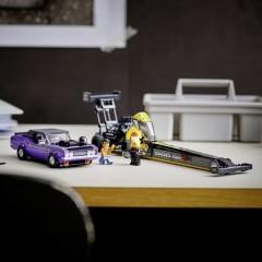 LEGO® SPEED CHAMPIONS Dodge Mopar//SRT dragster e Dodge Challenger nel 1970