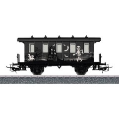 Vagone passeggeri H0 in un design di Halloween personalizzato.