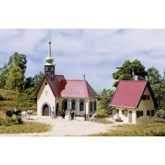 N chiesa di villaggio con canonica